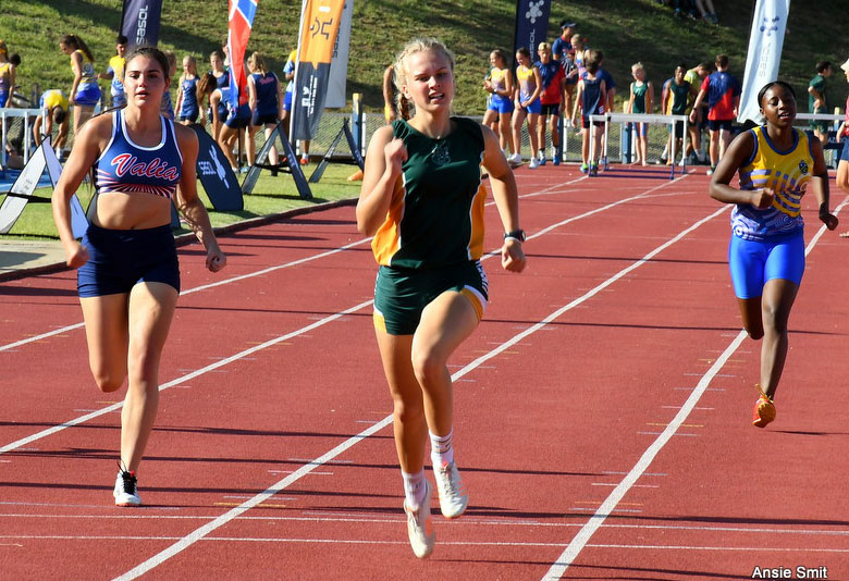 100m-sprint-girls-hoeskool-linden